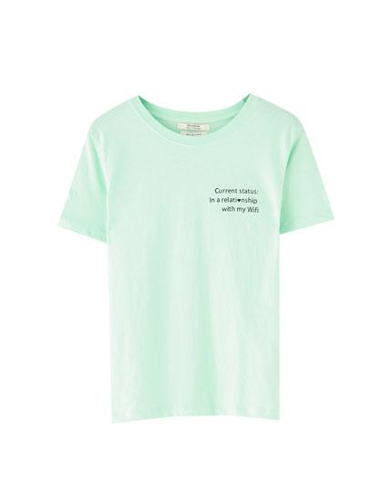 Basic T-shirt met tekst op de voorkant