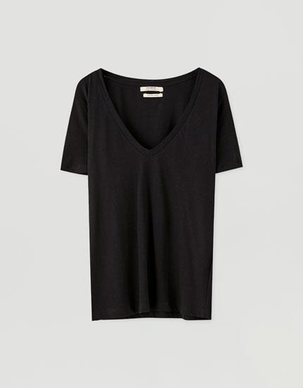 T-shirt i bomuld med v-udskæring