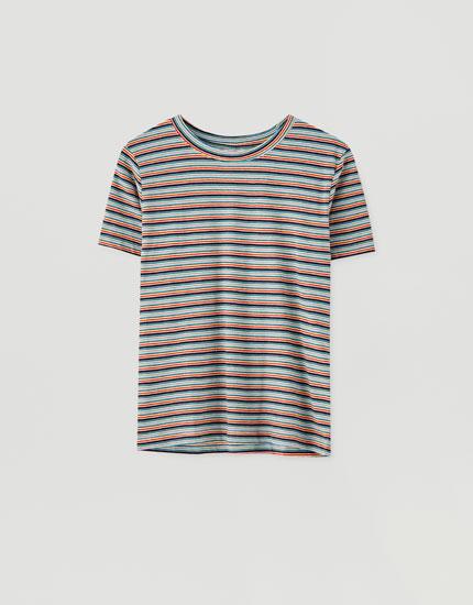 T-shirt med flerfarvede striber i kontrast