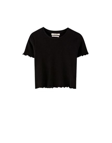 Koszulka basic z pofalowanym wykończeniem