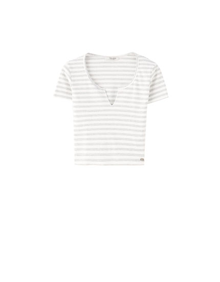 Cropped V-neck striped T-shirt