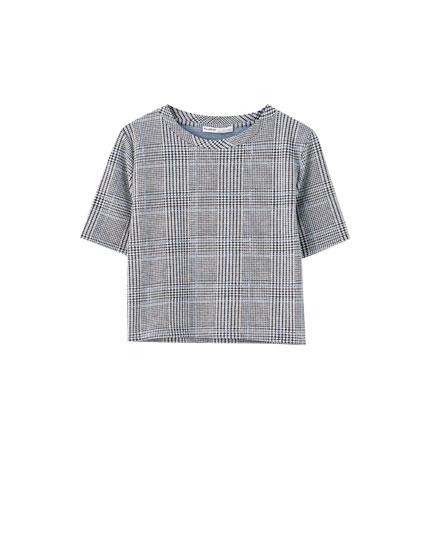 T-shirt aos quadrados cropped