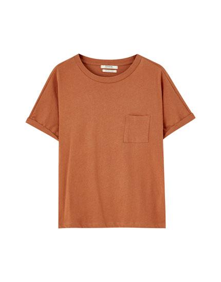 T-shirt básica de manga arregaçada