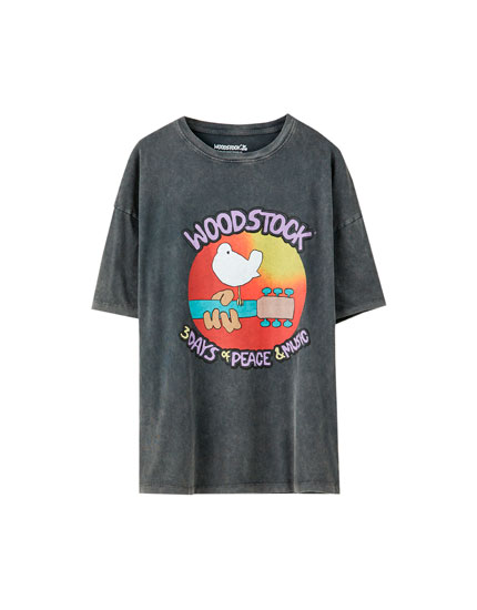 T-shirt de Woodstock com cartaz