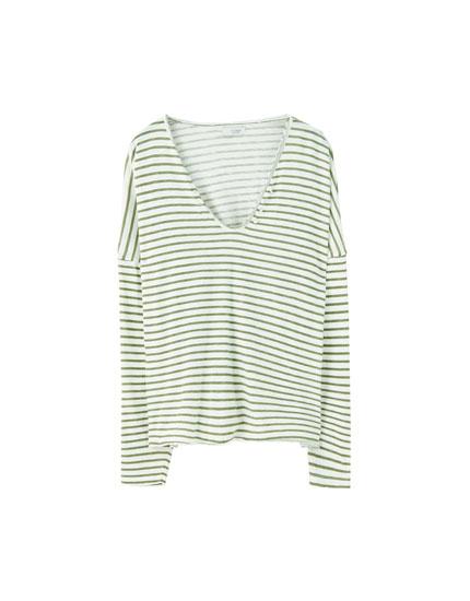 Camiseta rayas horizontales escote pico