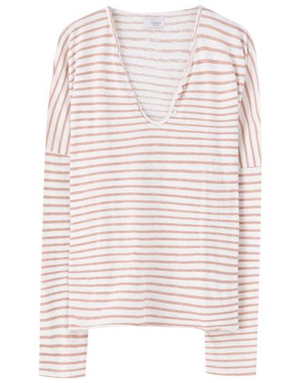 V-neck T-shirt with horizontal stripes