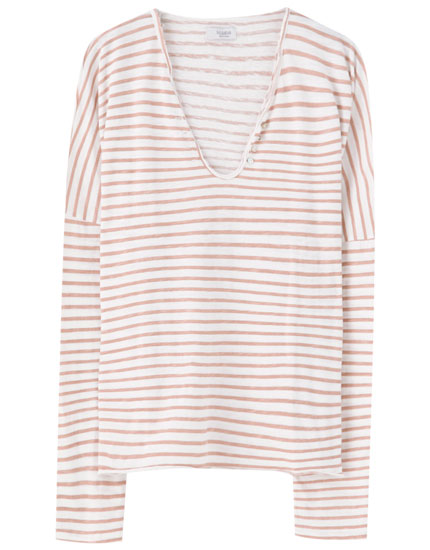V-neck T-shirt with horizontal stripes