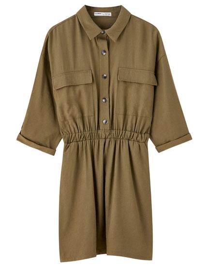Rynket mini-kjole i utility-stil