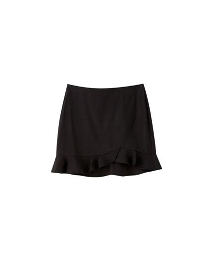 Minifalda básica negra volante