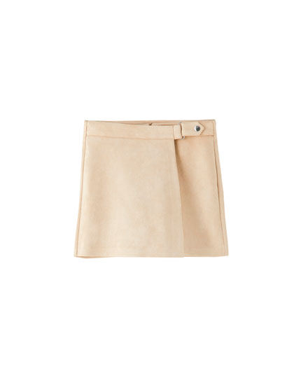 Faux suede skort with a snap button