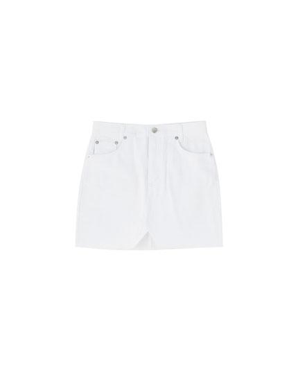 Dopasowana, biała, jeansowa spódnica mini