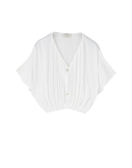 Cropped blouse with lace trims
