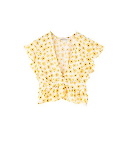 Daisy print ruffled blouse