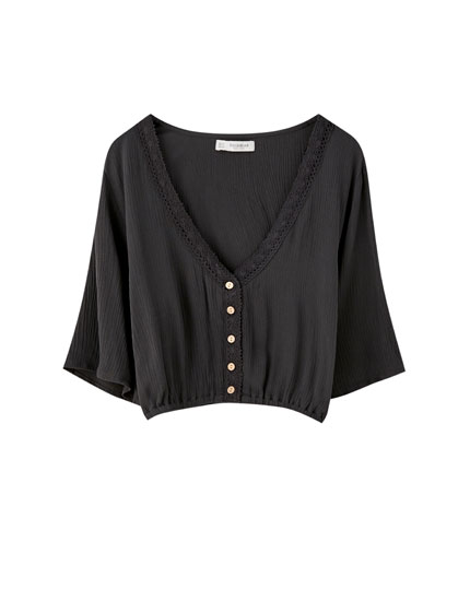 Lace-trimmed blouse with elasticated hem