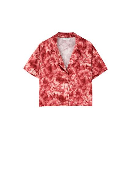 Bordeauxrotes Hemd mit Batik-Print