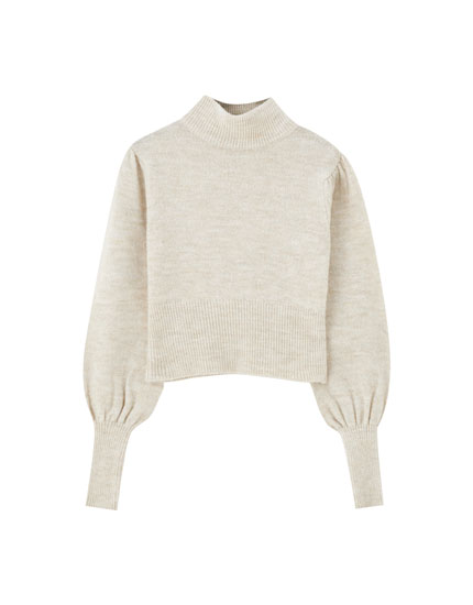 Short sweater with voluminous sleeves