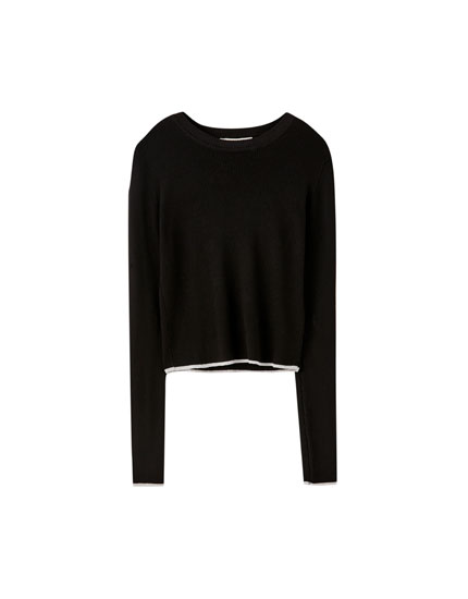Cropped ribbed sweater with a round neckline