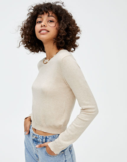 Basic ribbed sweater with a round neckline