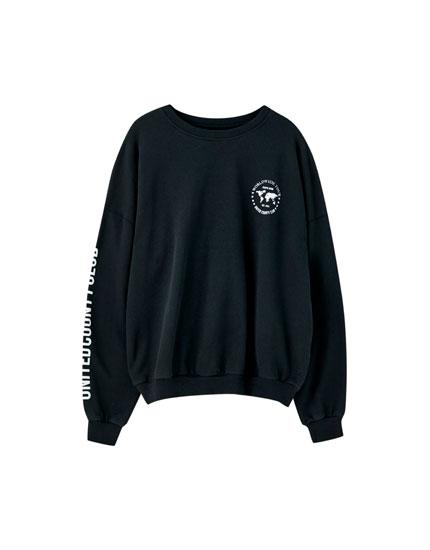 Sort sweatshirt med print i kontrast