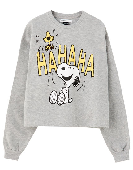 Grey sweatshirt with laughing Snoopy
