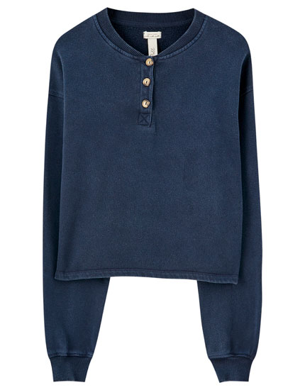 Sweatshirt with buttons