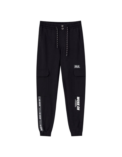 Jogging trousers with contrast slogan