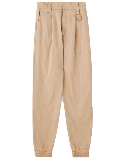 Cargo trousers with a ring at the waist