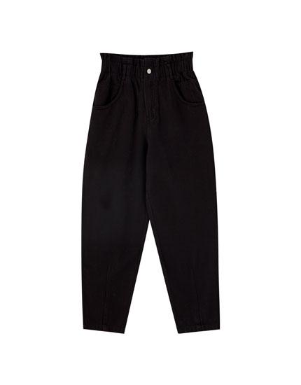 Черные брюки со сборкой на талии - PULL&BEAR