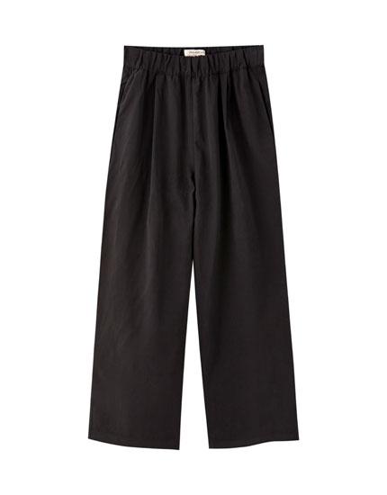 Calças culottes com parte inferior larga
