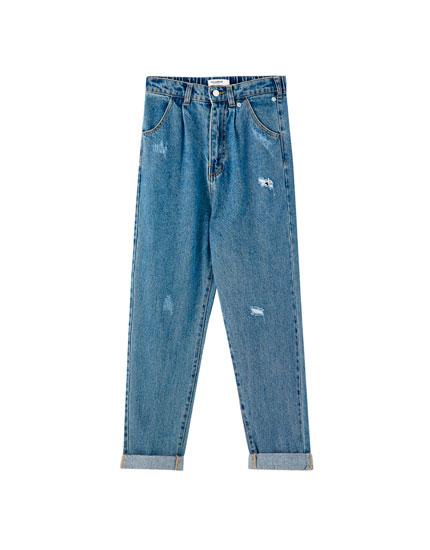 Szerokie jeansy z wysokim stanem i przetarciami
