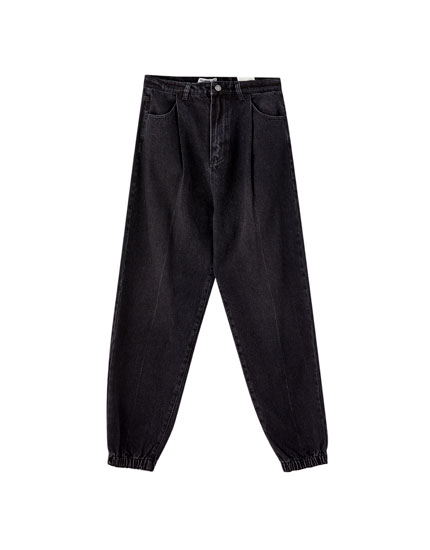 Pantalón jogger denim pliegues