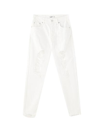 Mom-Fit-Jeans mit Rissen am Bein