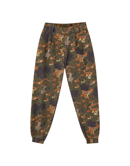 Camouflage cargo trousers with elastic hems