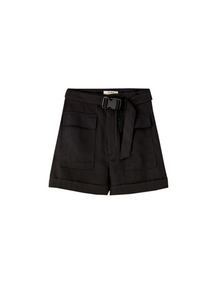 Black loose-fitting cargo Bermuda shorts