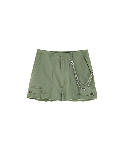 Cargo shorts with chain