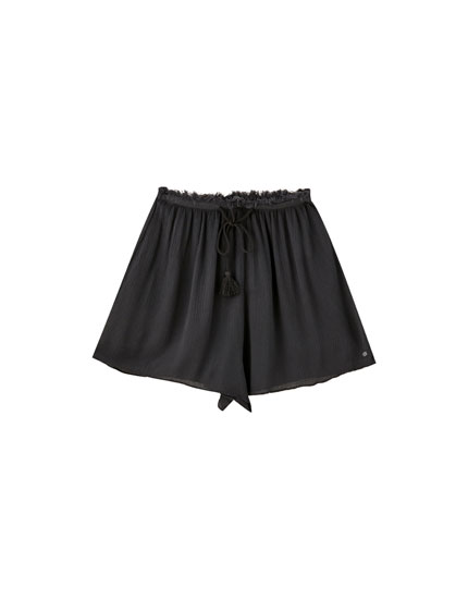 Bermudas with frayed elastic waistband