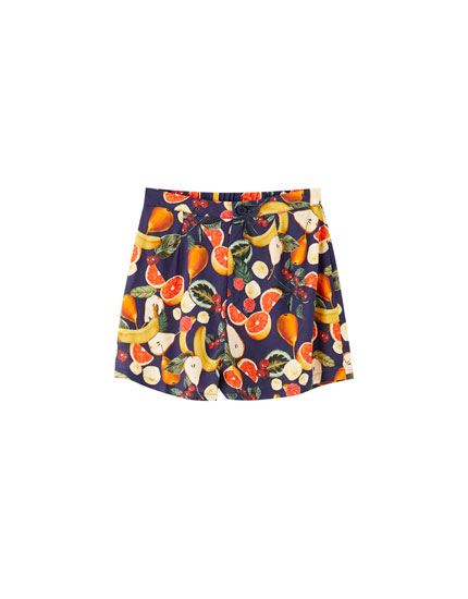 Loose-fitting fruit print shorts