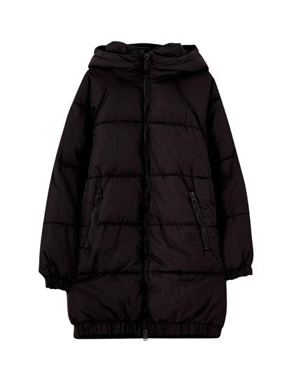 Lang, vatteret frakke med kontrastfarvede lynlåse