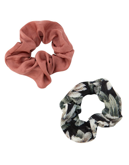 2-pack of floral scrunchies
