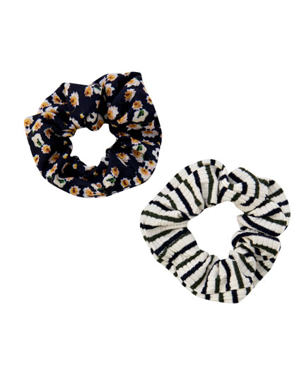 2-pack of striped and daisy scrunchies