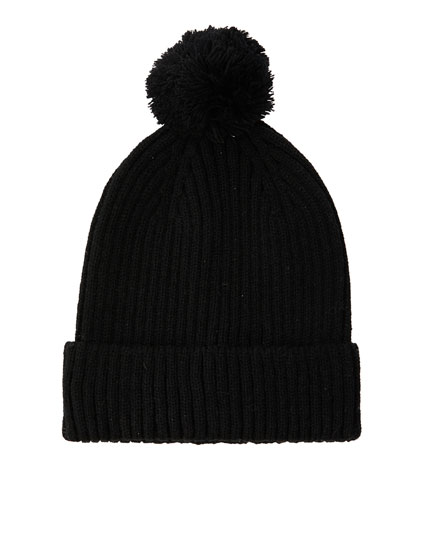 Basic ribbed beanie with pompom