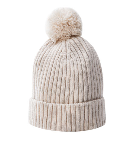 Coloured ribbed hat with pompom