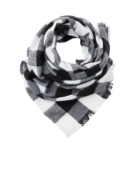 Contrast checked scarf