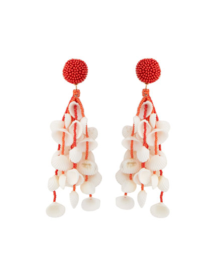 Beaded earrings with multiple seashells