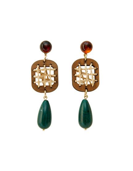 Raffia earrings with a stone