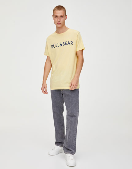 Coloured T-shirt with Pull&Bear logo