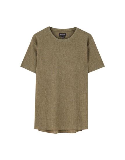 T-shirt básica com gola redonda