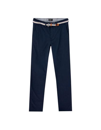 Pantalón chino color cinturón