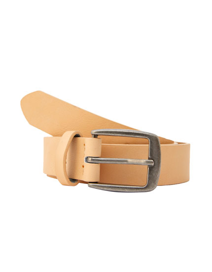 Light-coloured faux leather belt