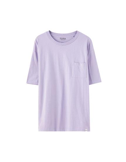 T-shirt básica de algodão com bolso